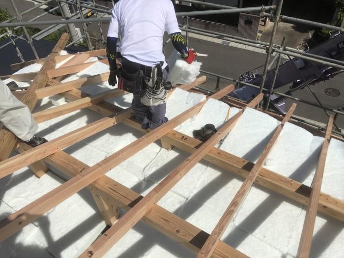桁上断熱の施工です。 郡山市 新築住宅 大原工務店のブログ