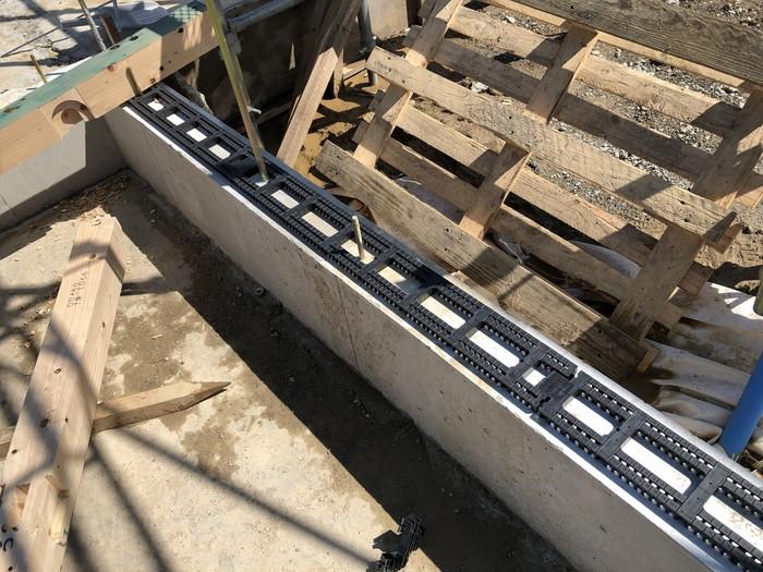 ロング基礎パッキンを敷きこみます。|郡山市 新築住宅 大原工務店のブログ