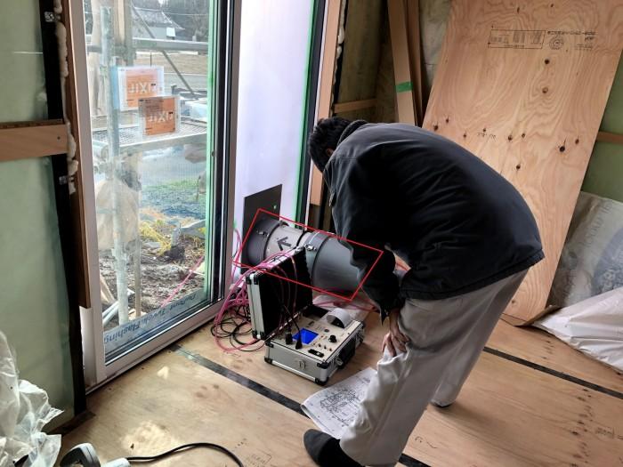 気密測定の様子になります。二本松市  郡山市 新築住宅 大原工務店のブログ