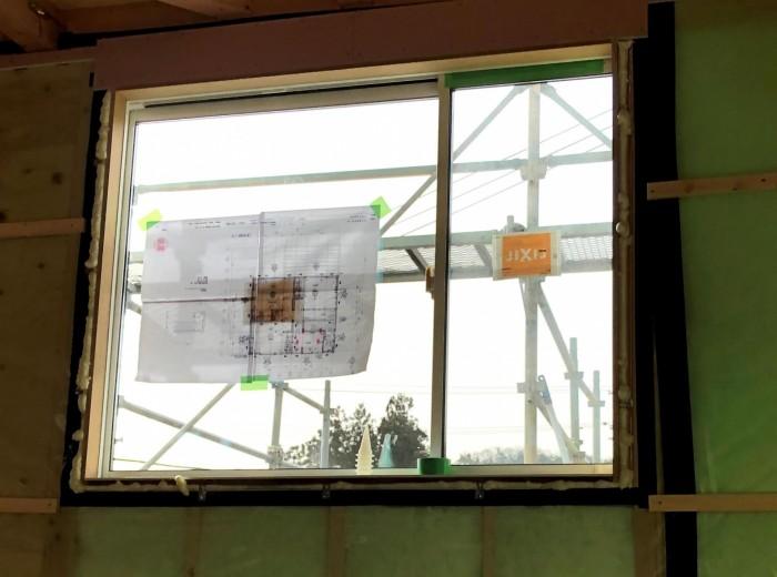 窓廻りの気密処理の写真です。二本松市  郡山市 新築住宅 大原工務店のブログ