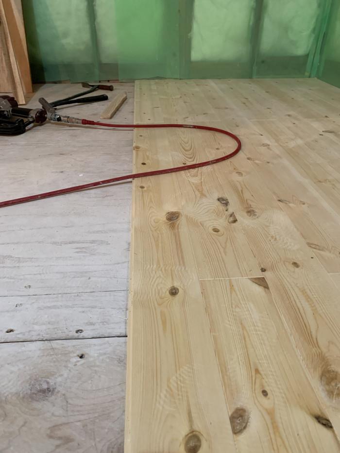 パインの床板張りです。|郡山市 新築住宅 大原工務店のブログ