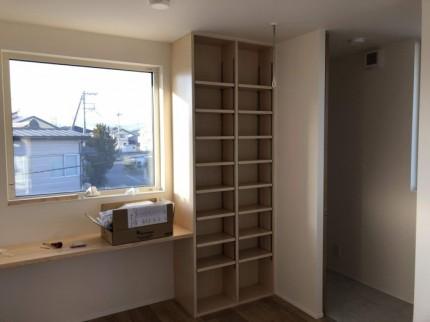 2階フリースペースに造作本棚があります。郡山市大槻町  郡山市 新築住宅 大原工務店のブログ