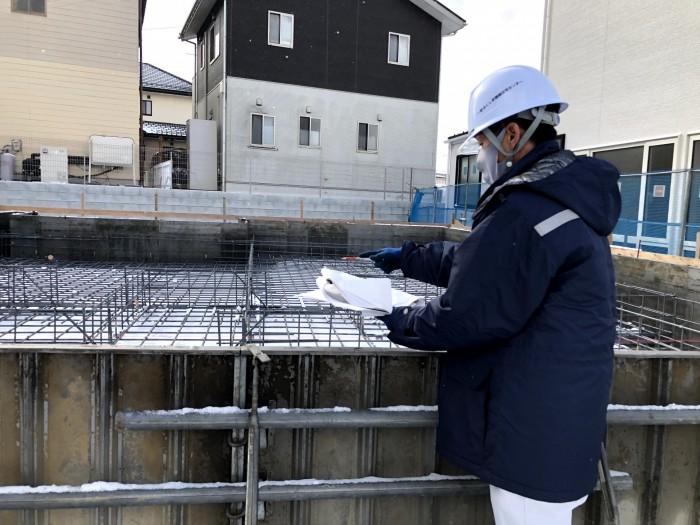 図面と現地の照合を取ります。須賀川市森宿| 郡山市 新築住宅 大原工務店のブログ