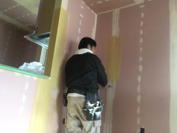 郡山市 芳賀 新築住宅クロス張り作業が進んでおります。