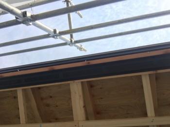 矢吹町 新築住宅H様 フローリングの張り方作業を行っております。