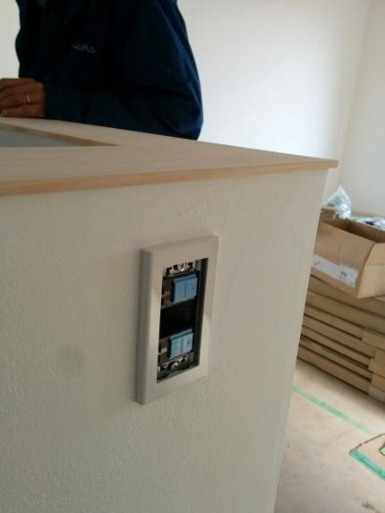 漆喰塗り壁 電灯スイッチ