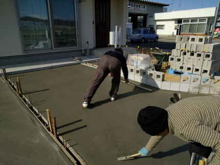 駐車場コンクリート 刷毛引き
