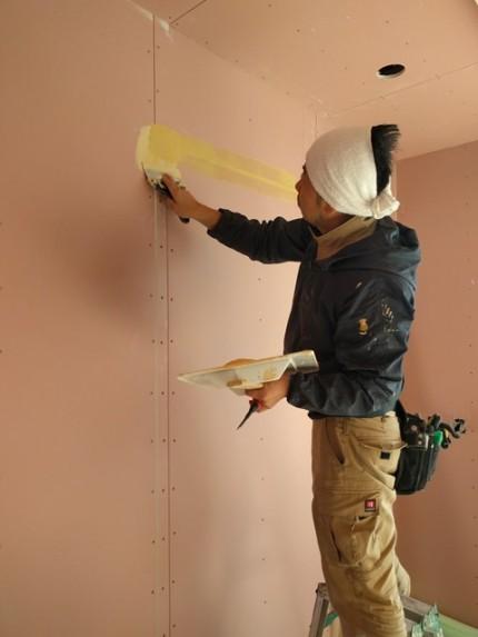 新築工事のクロス工事です。 郡山市 新築住宅 大原工務店のブログ