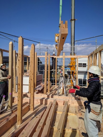 新築の上棟の梁の持ち上げです。|郡山市 新築住宅 大原工務店のブログ