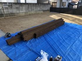 現場にウッドデッキ材が搬入されます。郡山市田村町| 郡山市 新築住宅 大原工務店のブログ