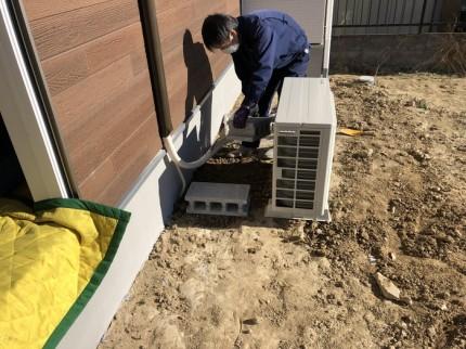 エアコンの室外機設置です。|郡山市 新築住宅 大原工務店のブログ