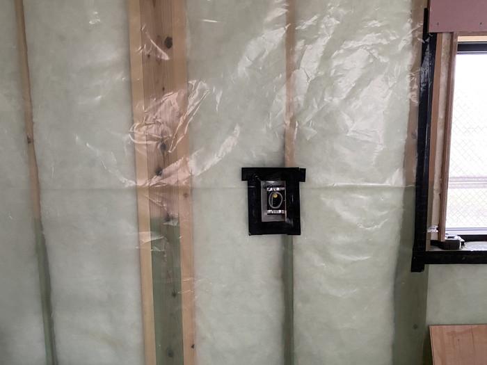 気密コンセントボックスの施工です。 郡山市 新築住宅 大原工務店のブログ