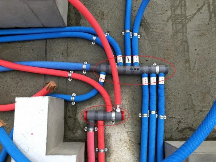 ヘッダー配管の写真です。郡山市喜久田町  郡山市 新築住宅 大原工務店のブログ