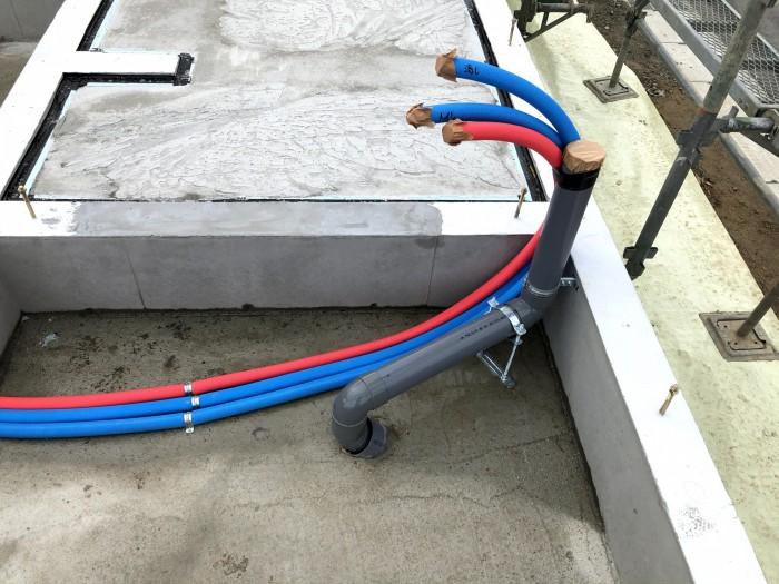 給水と給湯の管を配管していきます。郡山市喜久田町  郡山市 新築住宅 大原工務店のブログ