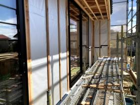 胴縁を縦に入れていきます。須賀川市泉田  郡山市 新築住宅 大原工務店のブログ