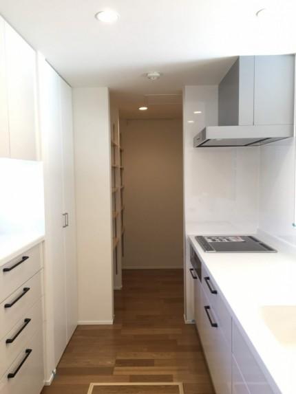 キッチン横に収納スペースがあります。郡山市田村町| 郡山市 新築住宅 大原工務店のブログ