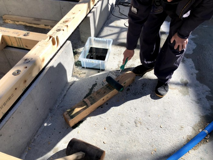 木材に防蟻処理を行います。須賀川市森宿| 郡山市 新築住宅 大原工務店のブログ