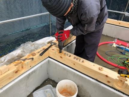 土台の締め付け作業です。|郡山市 新築住宅 大原工務店のブログ