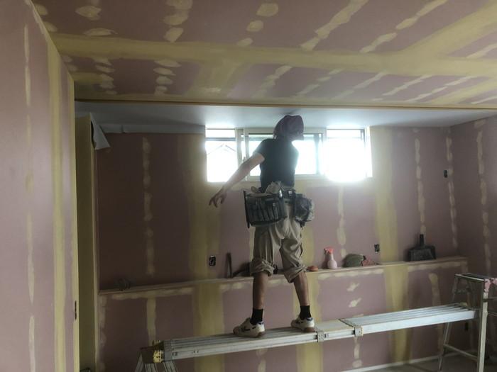 クロス工事のパテです。|郡山市 新築住宅 大原工務店のブログ