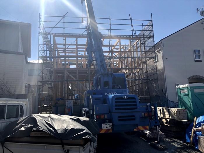 レッカー車で木材を上げていきます。須賀川市森宿| 郡山市 新築住宅 大原工務店のブログ