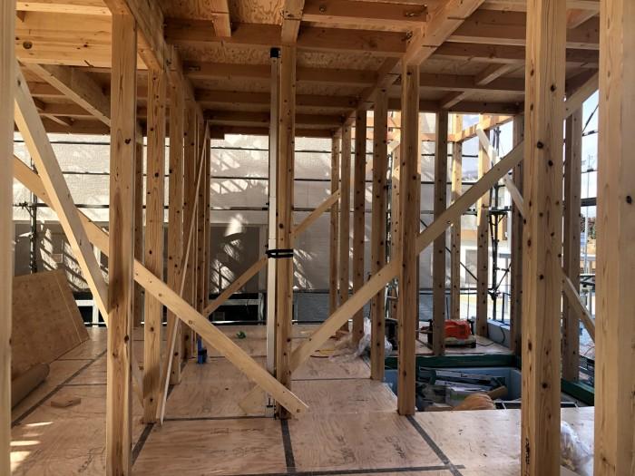 柱が組み立てられます。須賀川市森宿| 郡山市 新築住宅 大原工務店のブログ