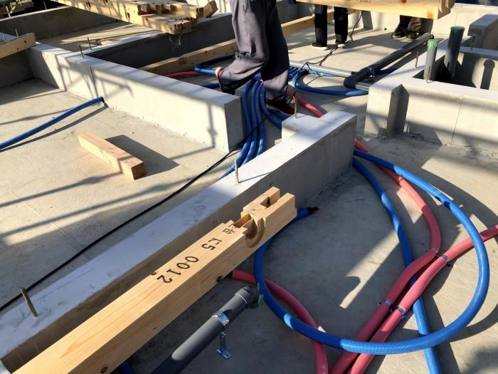 給水と給湯の配管を施工していきます。郡山市深沢| 郡山市 新築住宅 大原工務店のブログ