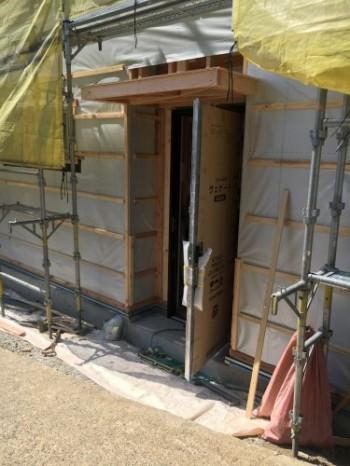 玄関をカッコよくするためには。須賀川市、新築住宅R様邸。