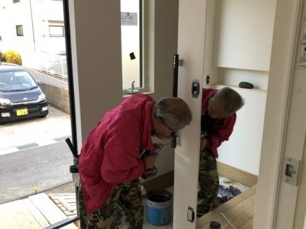玄関手すりの取り付けです。|郡山市 新築住宅 大原工務店のブログ
