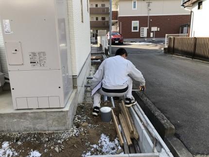 境界から建物の距離を測っています 郡山市開成 |郡山市 新築住宅 大原工務店のブログ
