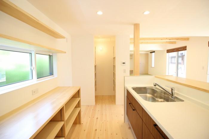 造作収納が豊富なキッチンです。|郡山市 新築住宅 大原工務店のブログ