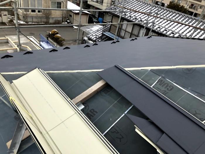 屋根材を張った様子です。郡山市深沢|郡山市 新築住宅 大原工務店のブログ