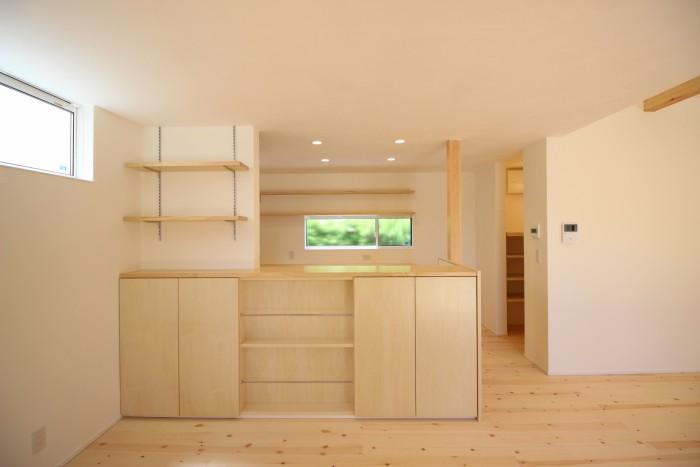 キッチン前も沢山収納があります。|郡山市 新築住宅 大原工務店のブログ