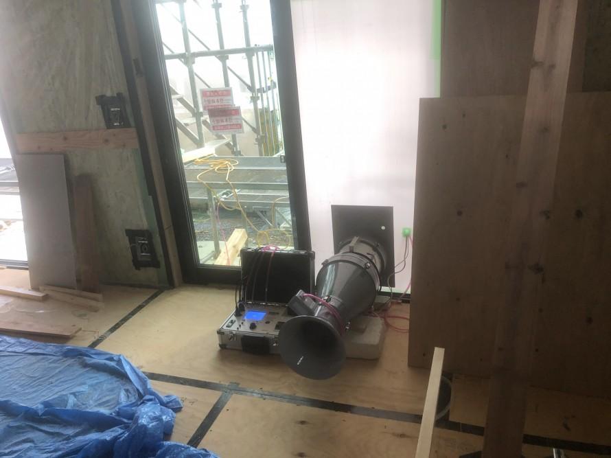 郡山市横塚の新築住宅では気密検査が終わり造作工事中です。 郡山市 新築住宅 大原工務店のブログ