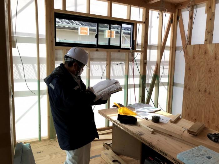 検査していただいている様子です。郡山市深沢 郡山市 新築住宅 大原工務店のブログ