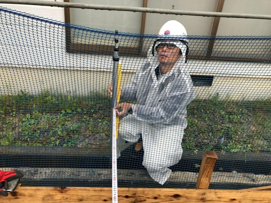 境界からの離れを確認する加藤|郡山市 新築住宅 大原工務店のブログ
