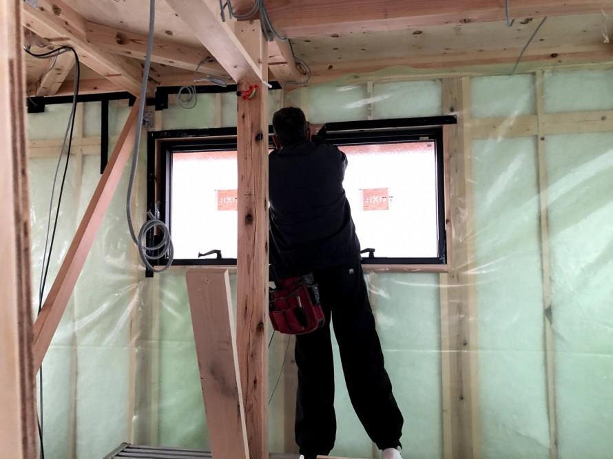 窓サッシの気密処理です。郡山市深沢|郡山市 新築住宅 大原工務店のブログ