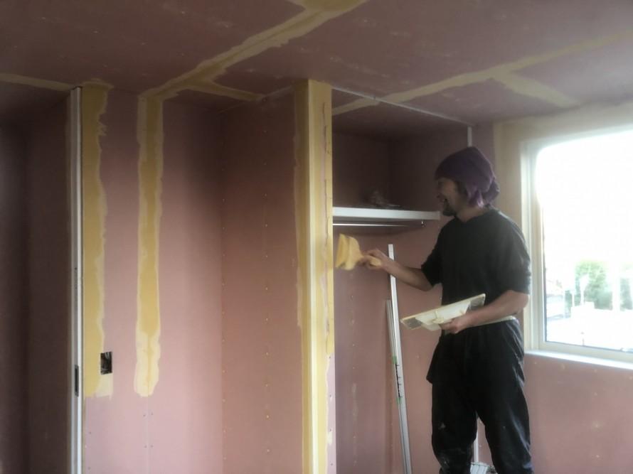 パテと角コーナーを使って仕上げていきます|郡山市 新築住宅 大原工務店のブログ