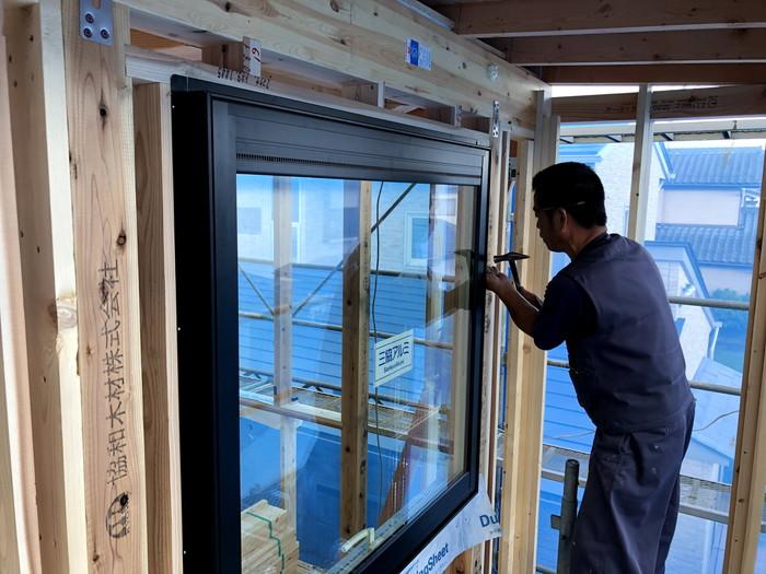 大工さんのサッシ取付です。|郡山市 新築住宅 大原工務店のブログ