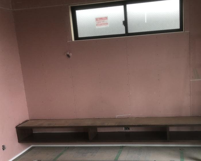 大原工務店で新築注文住宅建築中K様邸、壁紙の下地処理が始まります。郡山市横塚| 郡山市 新築住宅 大原工務店のブログ