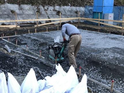 砕石の転圧です。|郡山市 新築住宅 大原工務店のブログ
