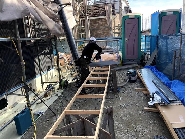 外壁屋さんが、加工している様子です。郡山市喜久田町| 郡山市 新築住宅 大原工務店のブログ