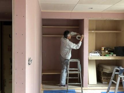 左官屋さんによる漆喰の下準備です 郡山市亀田 | 郡山市 亀田 大原工務店のブログ
