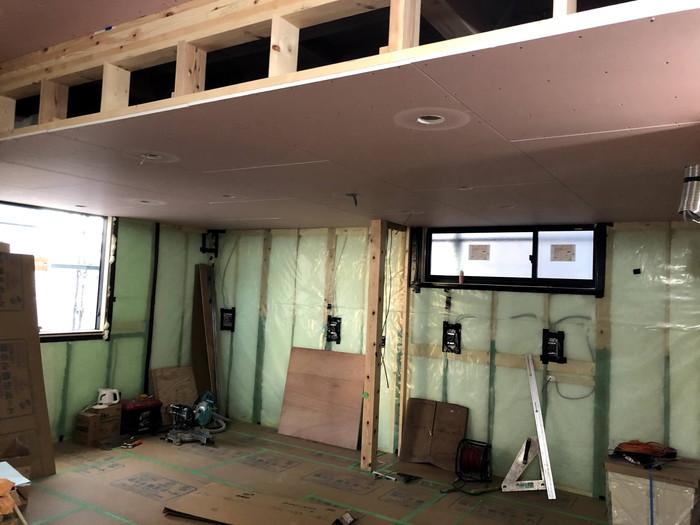 石膏ボード施工している様子です。須賀川市森宿| 郡山市 新築住宅 大原工務店のブログ