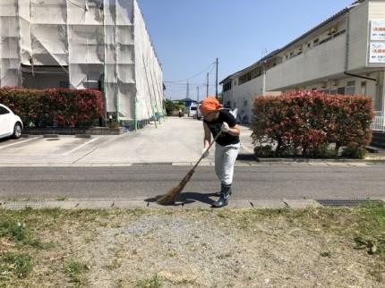 道路の掃き掃除です。|郡山市 新築住宅 大原工務店のブログ