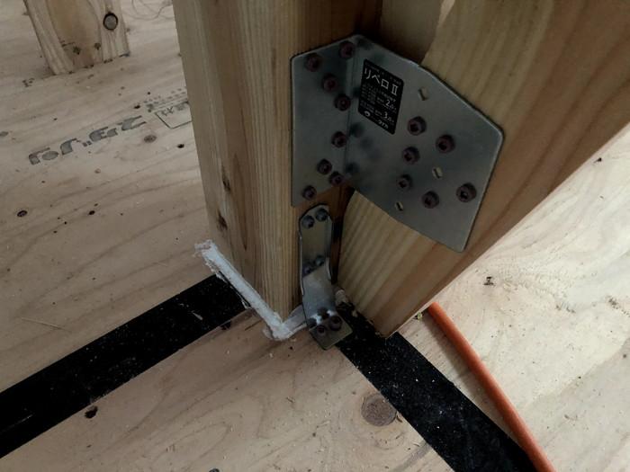 柱の気密施工です。|郡山市 新築住宅 大原工務店のブログ