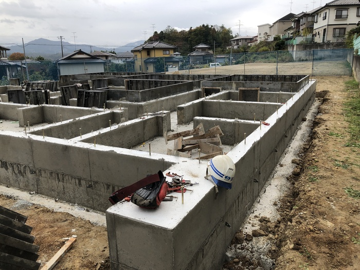 大原工務店で新築注文住宅建築中、H様邸べた基礎の型枠が外れました。須賀川市和田  郡山市 新築住宅 大原工務店のブログ