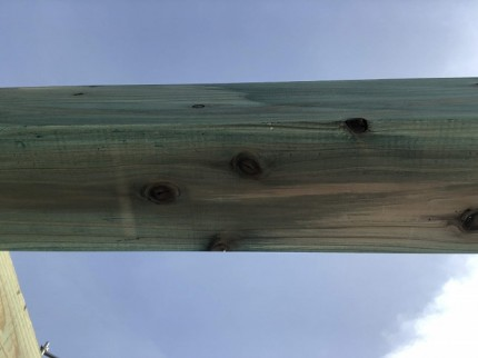土台の裏側も防蟻剤を塗っているかチェックです。郡山市安積町|郡山市 新築住宅 大原工務店のブログ