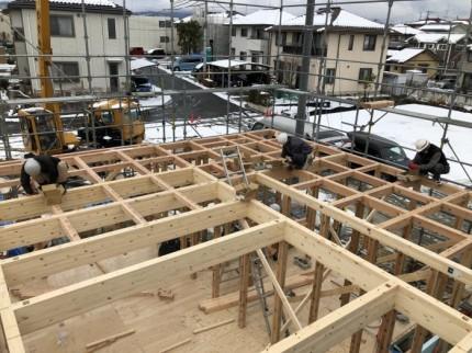 上棟の梁を組んでいきます。|郡山市 新築住宅 大原工務店のブログ
