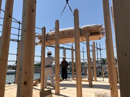 上棟では、クレーン車で、柱を上げていきます。田村市船引町|郡山市 新築住宅 大原工務店のブログ