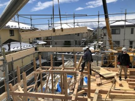 レッカーでの上棟作業です。|郡山市 新築住宅 大原工務店のブログ